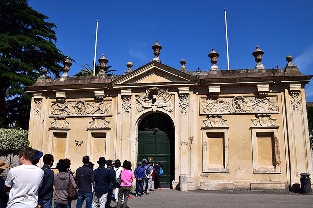 Dziurka od klucza, Piazza Cavalieri di Malta, Awentyn, Rzym, Włochy
